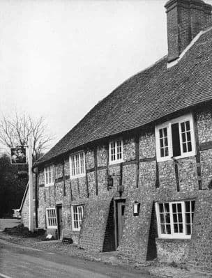 Sussex 1967: HOUGHTON near Arundel. THE GEORGE AND DRAGON INN. Old Vintage Print