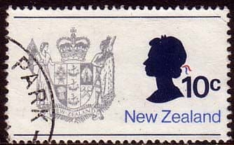 New Zealand 1970 SG 925 Queen and Coat of Arms Fine Used