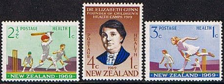 New Zealand Health 1969 Cricket and Dr. Gunn Set Fine Mint